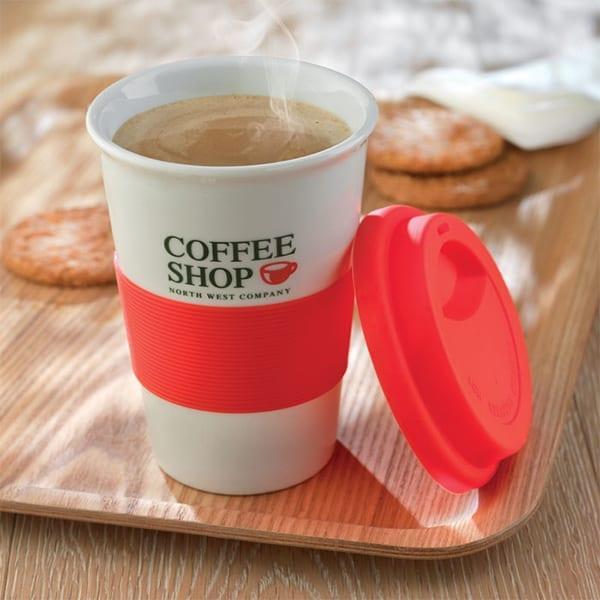 Ceramic mug with silicone lid and band